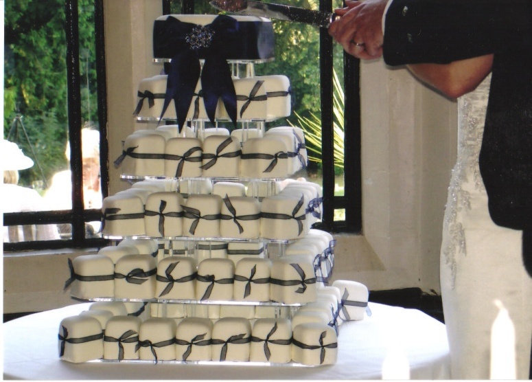 Goreous Wedding Cake